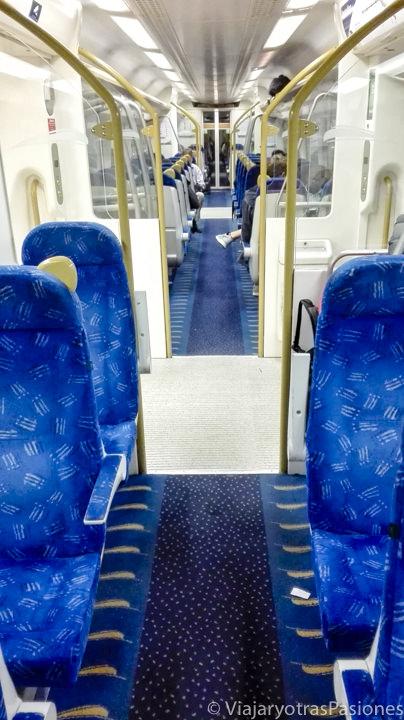 El interior del tren Gautrain para llegar a Johannesburgo desde el aeropuerto en Sudáfrica