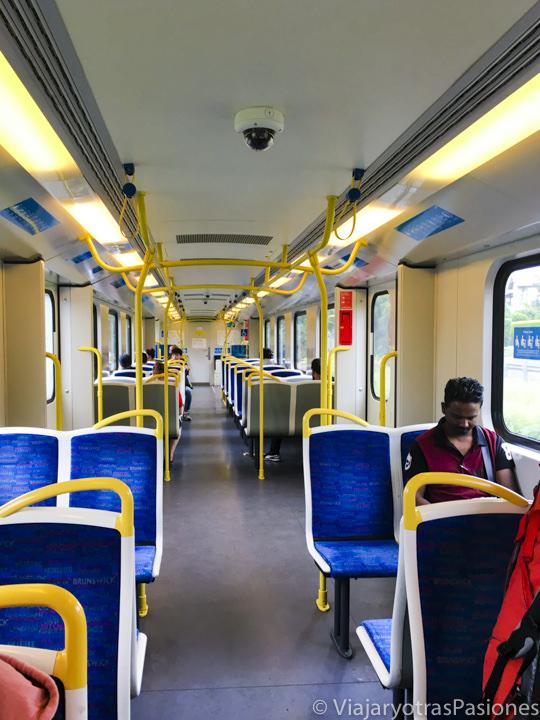 Interior del tren en el centro de Melbourne para moverse en la ciudad en Australia