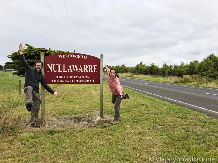 Señal del pueblo de Nullawarre, al final de la Great Ocean Road, en Australia