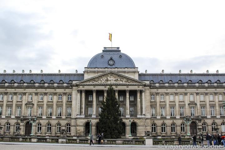 Palacio Real en el centro de Bruselas en Bélgica