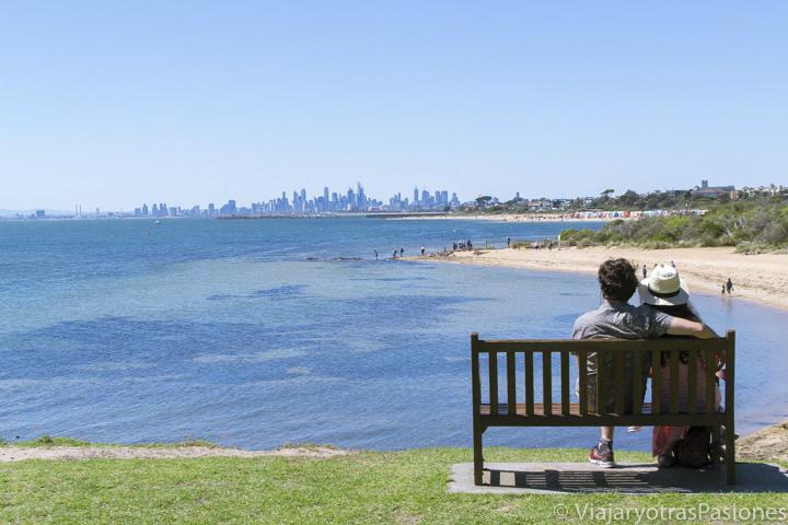 Panorama del CBD de Melbourne desde Brighton Beach, Australia