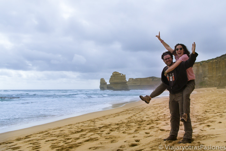 Felices cerca de los Twelve Apostles en la Great Ocean Road, Australia