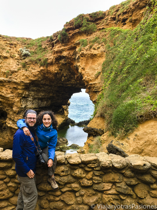 El bonito Grotto en la Great Ocean Road en Australia
