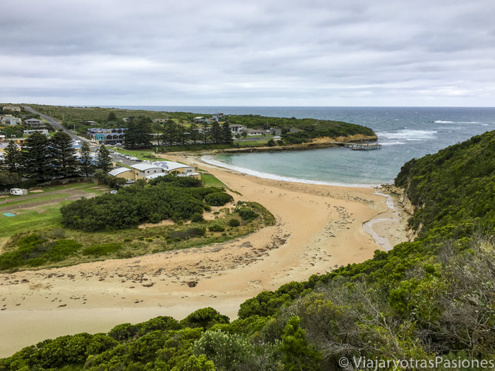 El bonito pueblo de Port Campbell en la Great Ocean Road en Australia