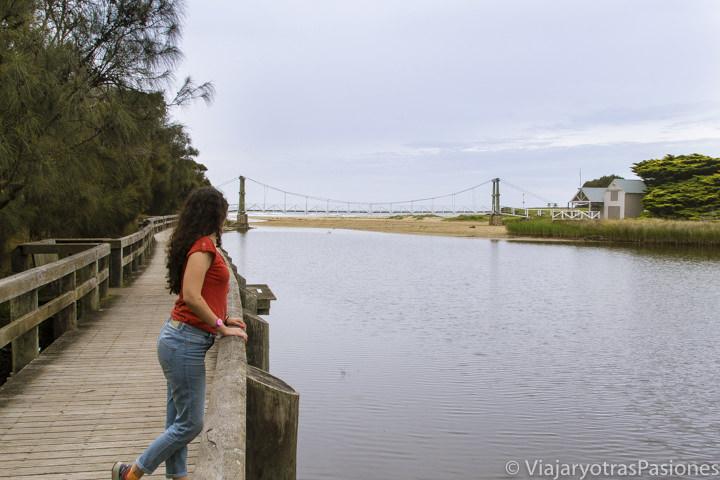 Bonito puente en el precioso pueblo de Lorne en recorrer la Great Ocean Road en Australia