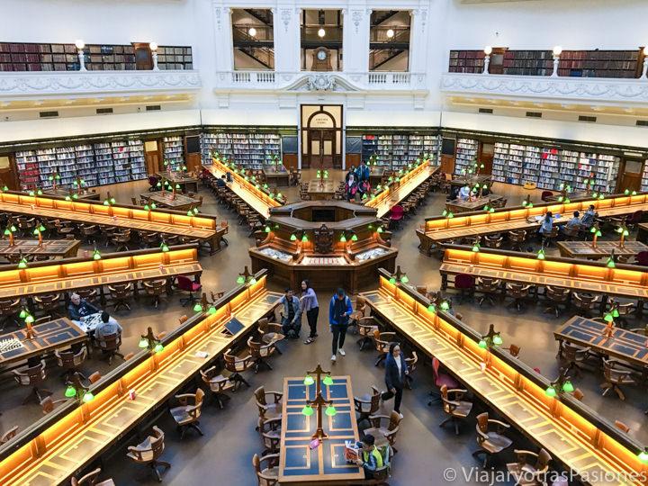 Espectacular sala en el interior de la biblioteca de Melbourne en Australia