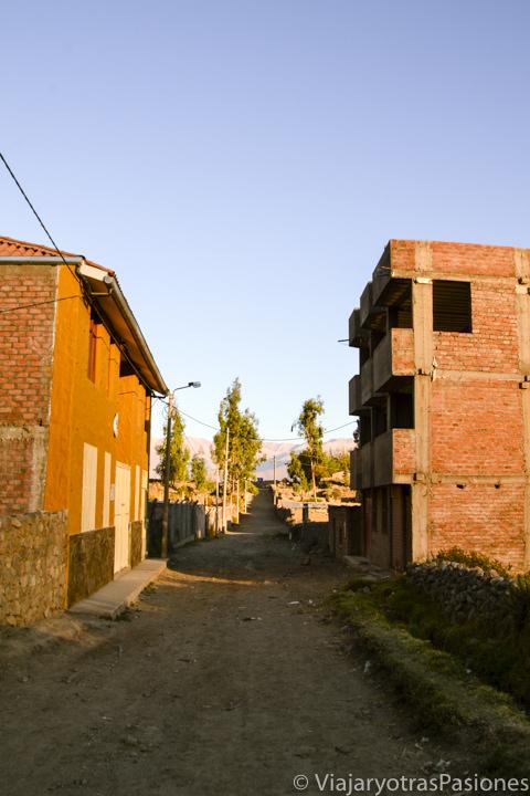 Calle del Pueblo de Cabanaconde en visitar el Cañón del Colca en Perú