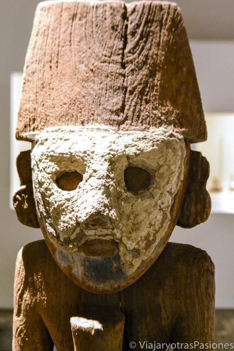 Increíble hallazgo arqueológico en madera en el museo Larco en Lima en Perú
