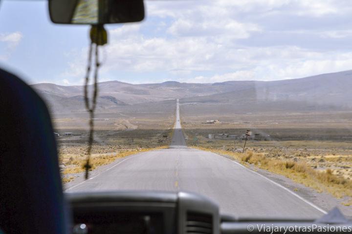 Espectacular carretera para llegar al Cañón del Colca en Perú