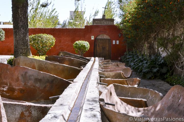 Interesante lavandería del monasterio de Santa Catalina en Perú