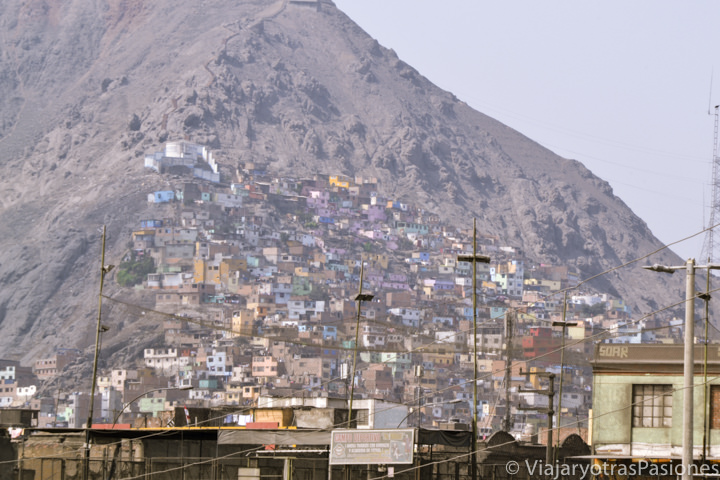 Vista del Cerro de San Cristóbal de Lima en Perú