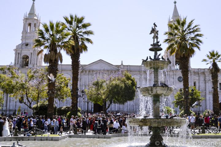 Maravillosa plaza de Armas en Arequipa y su catedral en el viaje a Perú en 3 semanas por libre