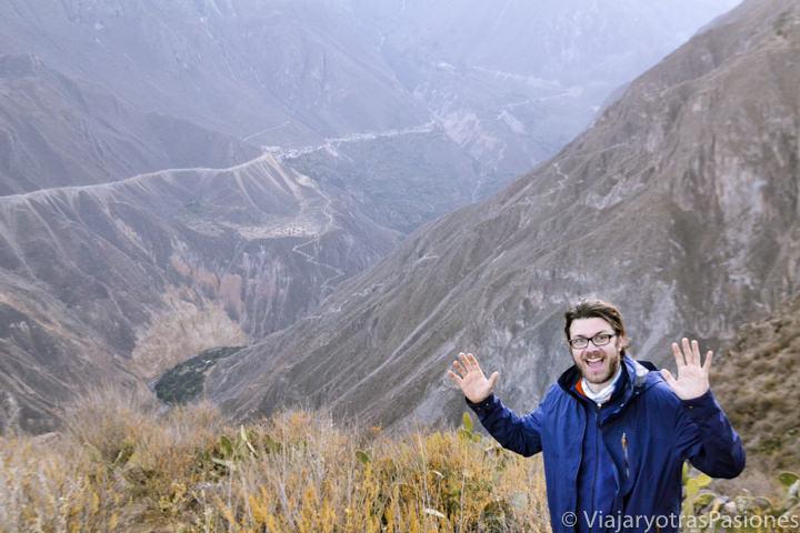 Hermoso paisaje al amanecer en el Cañón del Colca en Perú