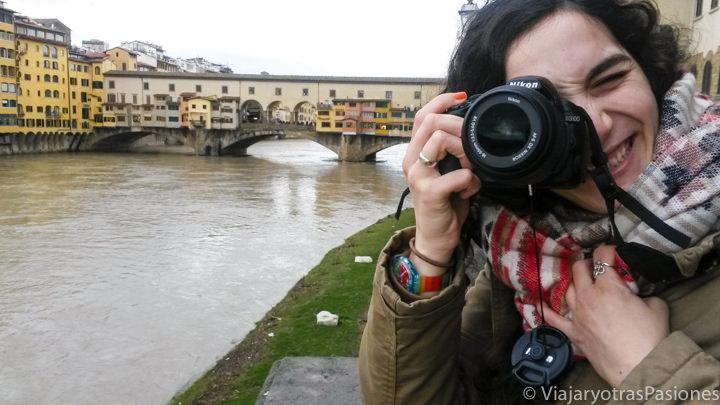 Increíble vista desde el mas famoso mirador cerca del río Arno y Ponte Vecchio en Florencia en Italia
