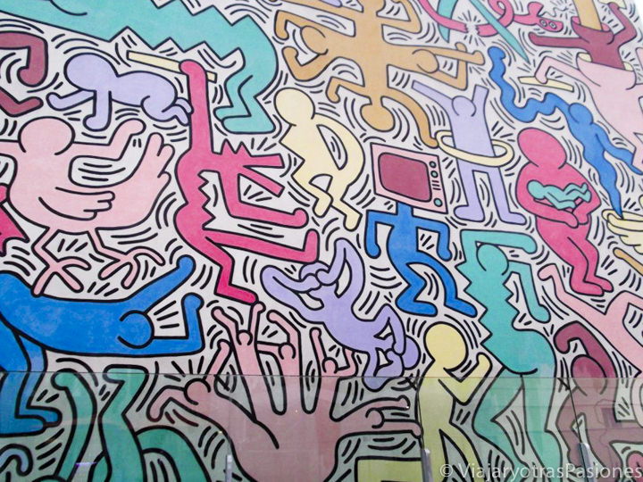 El famosísimo mural Tuttomondo de Haring en la ciudad de Pisa en Italia
