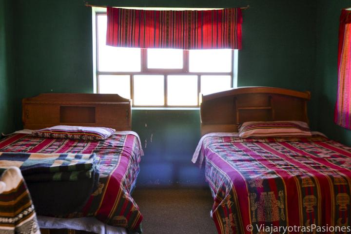 Interior de la habitación donde dormimos en la isla Amantaní en el Lago Titicaca en Perú