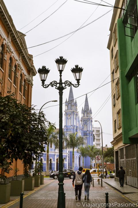 Bonita vista de la iglesia de la Recoleta en el paseo por Lima en un día en Perú