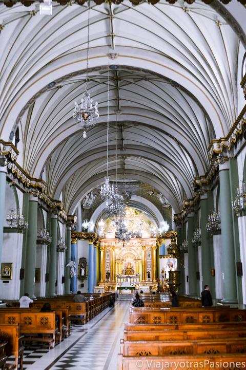 Interior de la Basílica de Santo Domingo en Lima en Perú