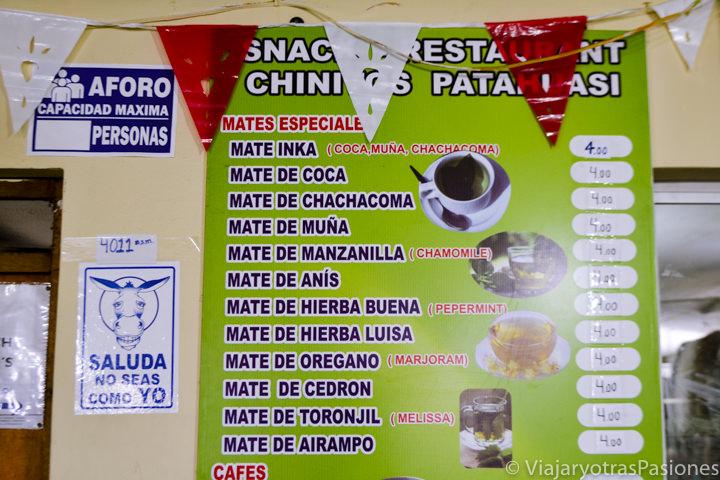 Menu de diferentes mates contra el mal de altura en el Cañón del Colca en Perú