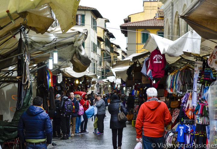 Calle principal del mercado de San Lorenzo, en Florencia