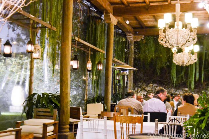 Patio en el restaurante del museo Larco en Lima en Perú