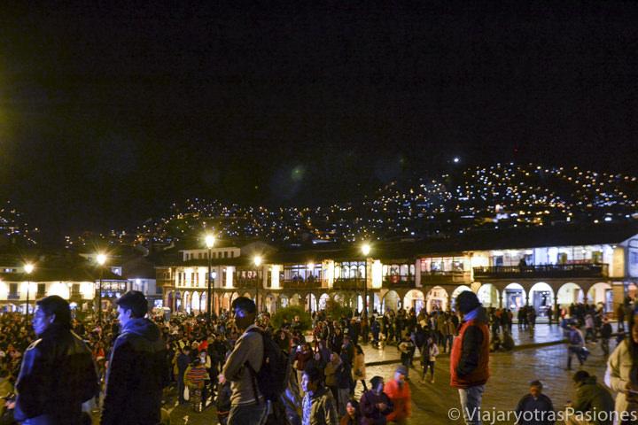 Noche de fiesta en la Plaza de Armas en qué ver y hacer en Cuzco en Perú