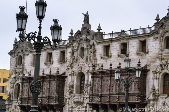 Espectacular Palacio Arzobispal en la plaza de Armas en Lima en Perú