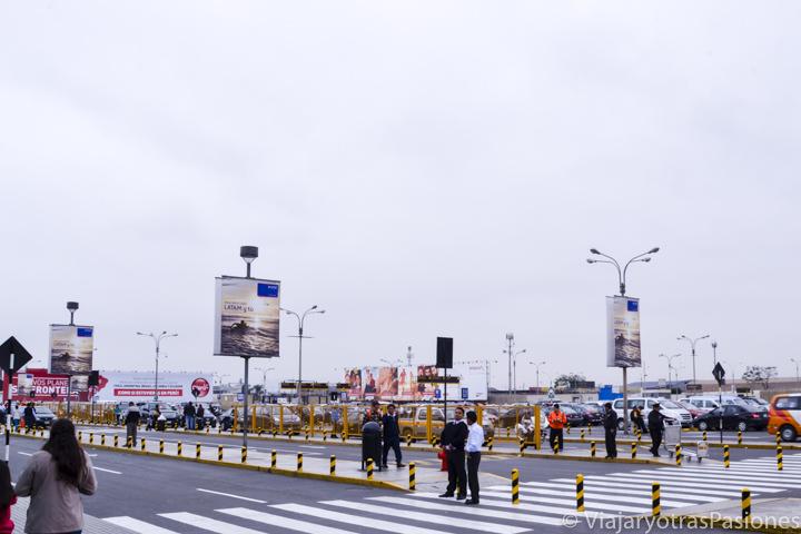 Parking del aeropuerto de Lima para llegar hasta el centro de la ciudad en Perú