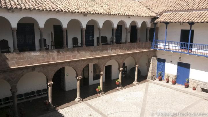 Patío del Museo Histórico-Regional de la ciudad de Cuzco, Perú