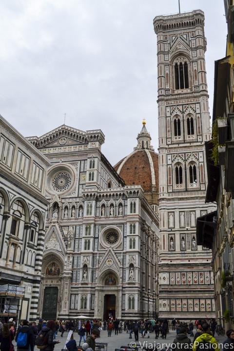 La increíble Piazza de Duomo en la hermosa ciudad de Florencia en Toscana en Italia