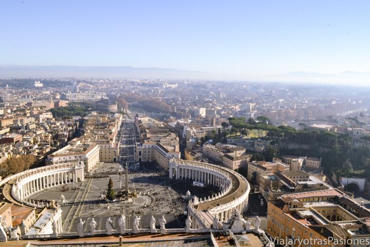 Espectacular vista de Piazza San Pietro y la hermosa ciudad de Roma en Italia