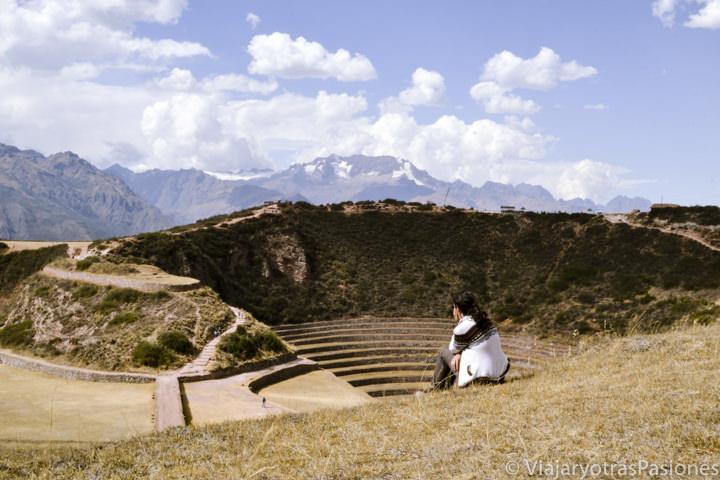 Vista increíble en el sitio arqueológico de Moray cerca del Valle Sagrado en Perú