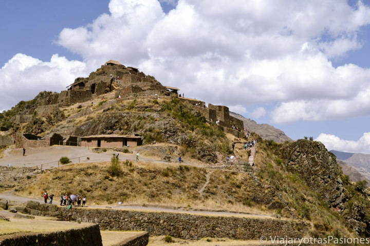 Maravillosas ruinas arqueológicas de Pisac cerca del Valle Sagrado en Perú