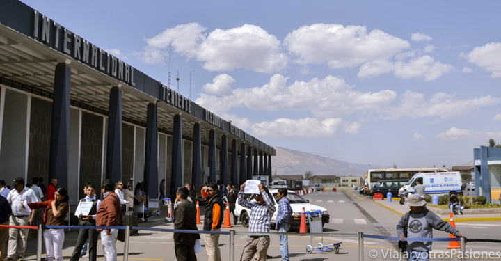 Exterior del aeropuerto de Cuzco, en Perú
