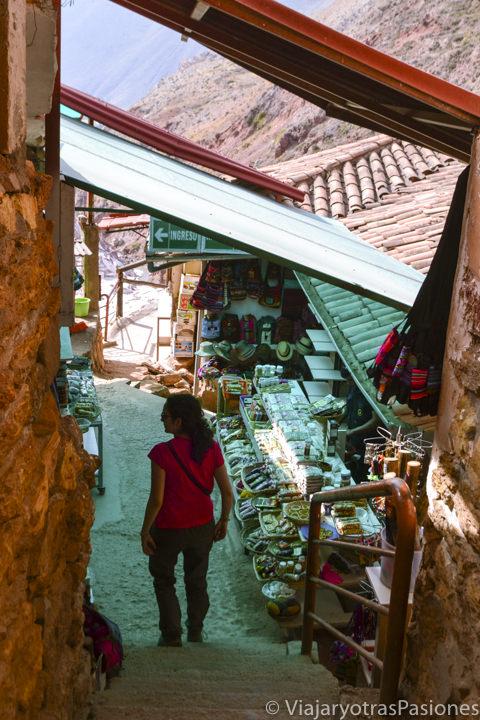 Mercado cerca de las salinas de Maras en el Valle Sagrado en Perú
