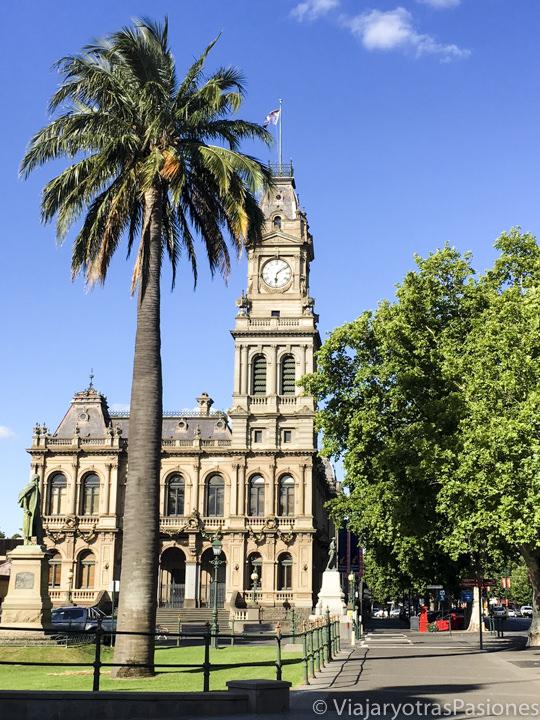 El hermoso Town Hall de Bendigo en los goldfields en Australia