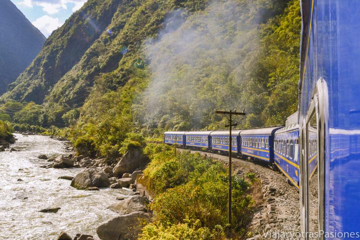 El famoso tren para viajar entre el valle Sagrado y Machu Picchu en el viaje a Perú por libre