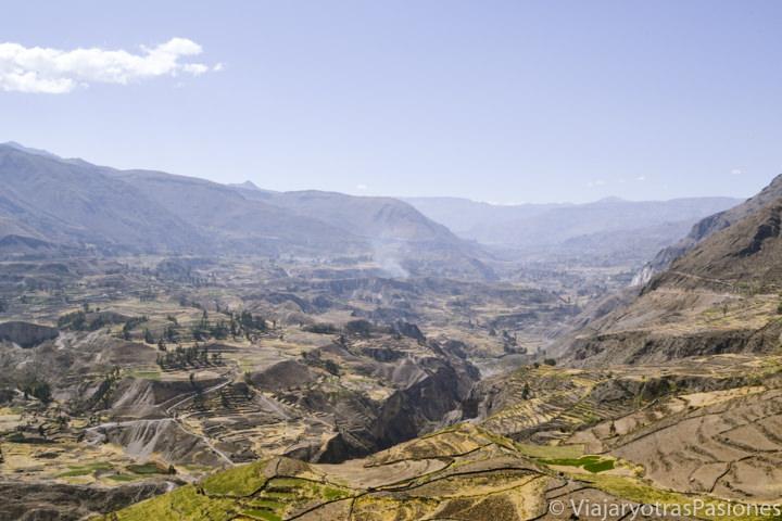 Hermoso paisaje della Valle y Cañón del Colca en Perú