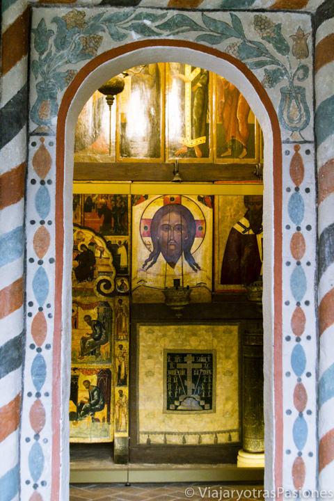 Icono en el interior de la basilica de San Basilio en Moscú en Rusia
