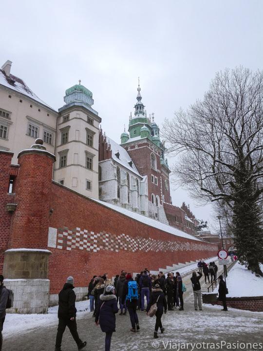 Entrada del famoso Castillo de Wawel en el centro de Cracovia, Polonia