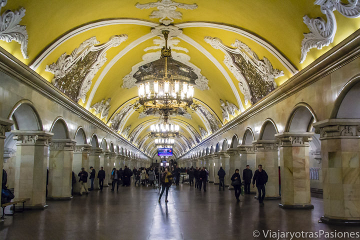 Interior de Komsomol'skaja, una de las estaciones mas bonitas del metro de Moscú