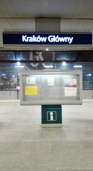 Estación del tren en Cracovia en Polonia