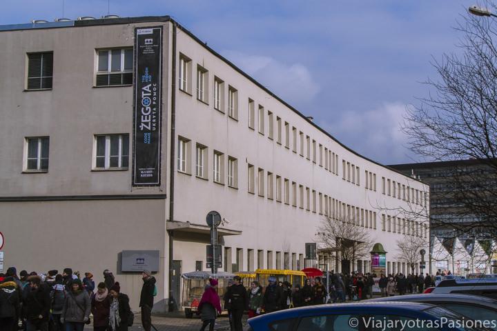 Exterior de la famosa fábrica de Shindler en Cracovia, Polonia