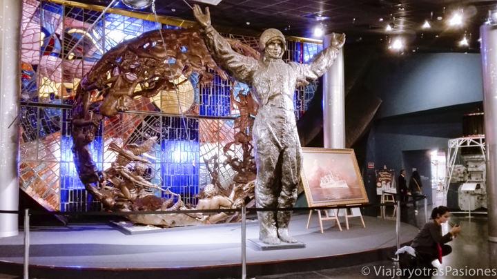 Estatua del famoso cosmonauta Yuri Gagarin en qué ver en Moscú, Rusia