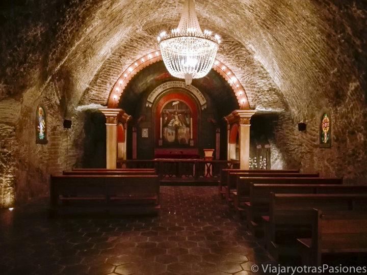 Sala interior de las Minas de sal de Wieliczka, cerca de Cracovia, en Polonia