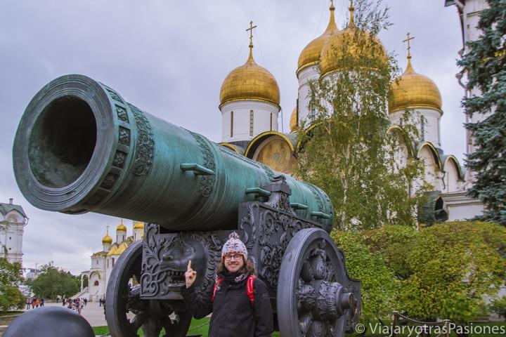 Gigante cañón en el Kremlin de Moscú, Rusia