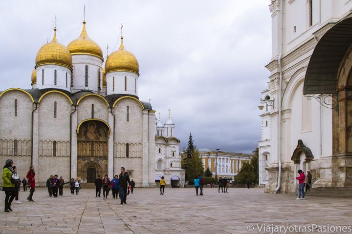 Plaza de las Catedrales del Kremlin de Moscú en Rusia