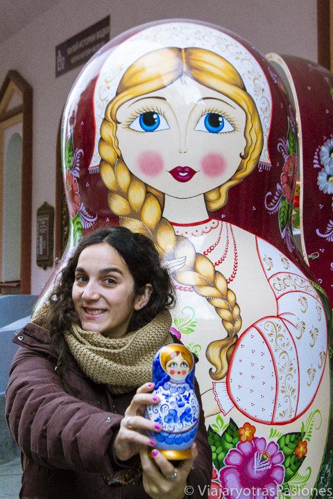 Famosas matrioskas del mercado de Izmailovo en Moscú, en Rusia