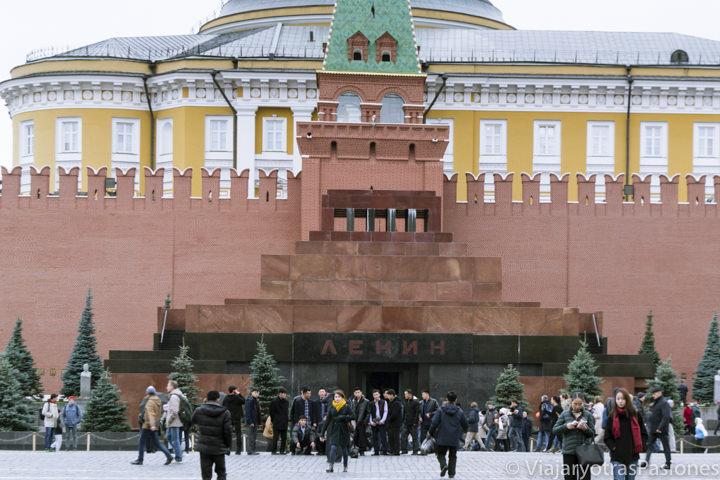 El famoso mausoleo de Lenin en una de los monumentos qué ver en Moscú en Rusia
