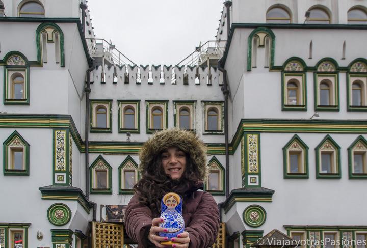 Matrioska en la puerta del mercado de Izmailovo